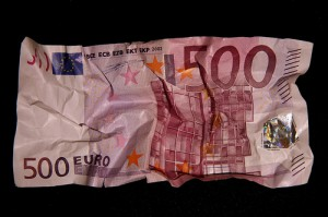 More euro worries deter money investment risks