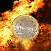 Euro weakens on new greek debt rumours