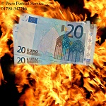 Euro falls as negative sentiment returns