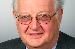 British academic Angus Deaton has been awarded the Nobel economics prize for 2015 for his analysis of consumption, poverty, and welfare